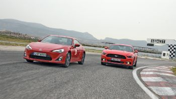 Mustang vs Toyota GT86