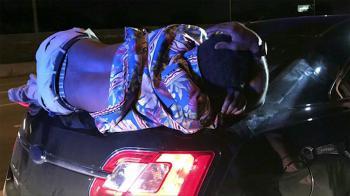 Κοιμόταν εν κινήσει πανω στο πορτμπαγκάζ
