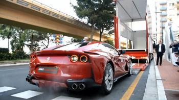 Boλτάρει στο Moνακό η Ferrari 812 Superfast