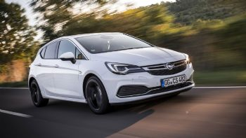 Opel Astra με Adaptive Cruise Control