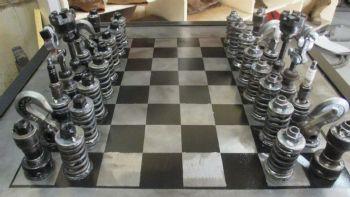 Σκάκι με ανταλλακτικά αυτοκινήτου