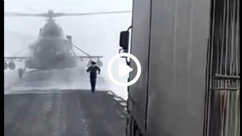 Πιλότος ζητά οδηγίες από φορτηγατζή