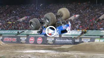 Περιστροφή στον αέρα με monster truck