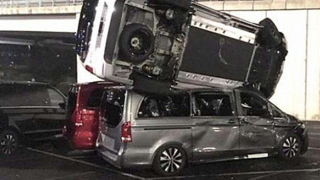 Κράτησε ένα εργοστάσιο και κατέστρεψε 70 Mercedes