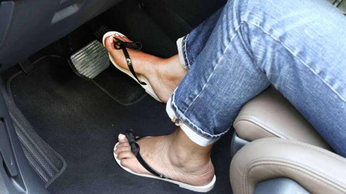 Τι ισχύει για ιππασία σε σαγιονάρες ή χωρίς παπούτσια