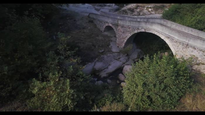 Ένα από τα γεφύρια του Αχλαδοχωρίου